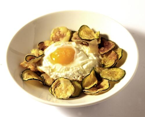 Huevo frito con calabacín