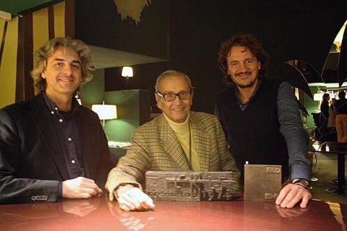 Federico Correa, Iván Pomés y Max Llamazares con las placas de los Premios FAD