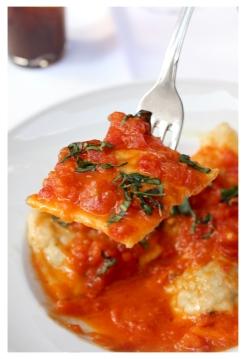 raviolis con tomate natural